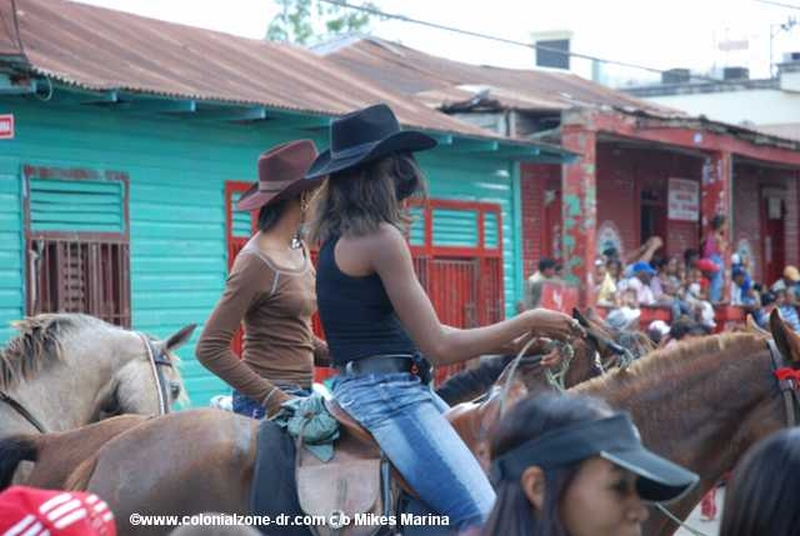 The Festival El Santo Cristo de Bayaguana - There are some Cowgirls coming into town