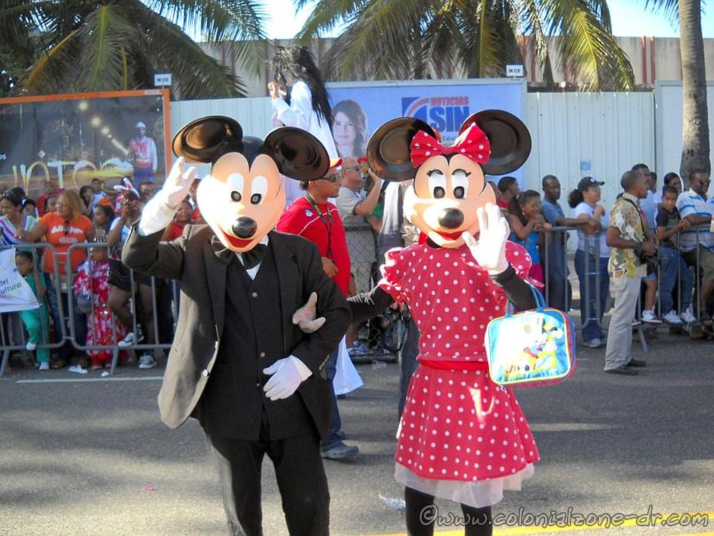 Mickey and Minnie made an appearance at Carnaval Dominicano.