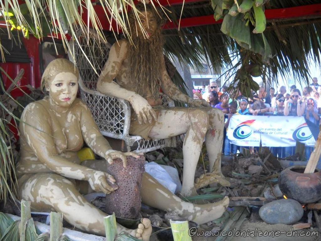Mudmen and Ladies portraying everyday life of the indigenous people during carnival