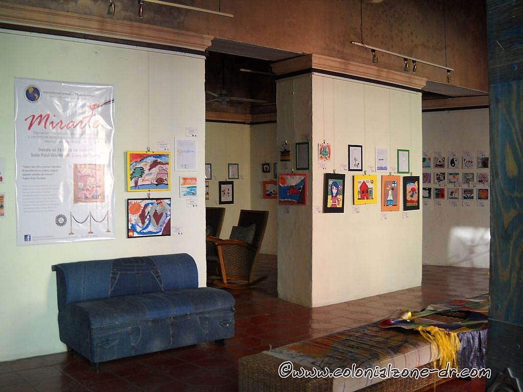 Art display at Casa de Teatro