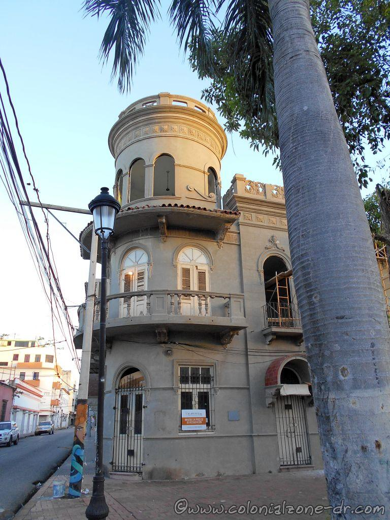 The beautiful Edificio Elmúdesi is one of the buildings that surround Parque Duarte