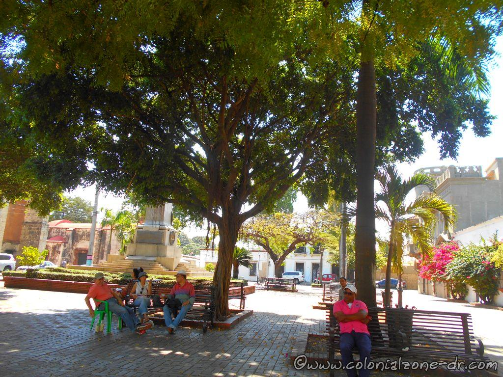 People relaxing under the trees of Parque Duarte. Some are enjoying a cold beer and others are just enjoying the ambiance