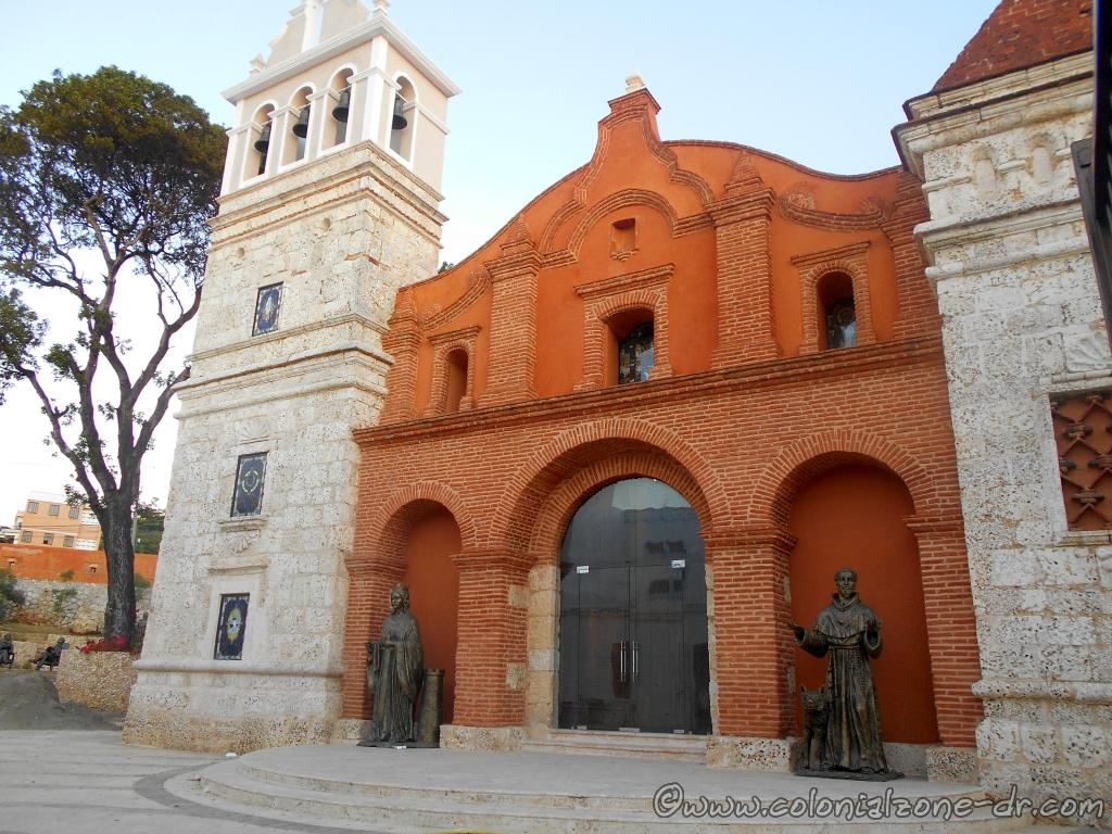 The newly renovated church with the statues of Santa Barbara and St. Francis of Assisi. La Catedral Castrense Santa Bárbara