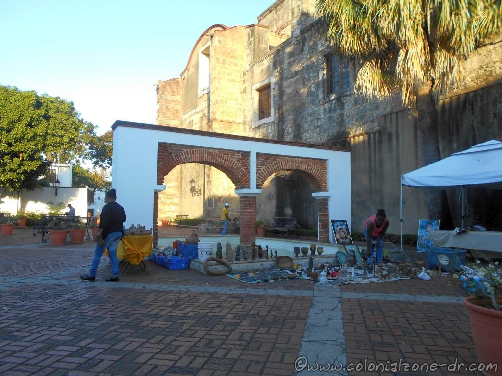 Sunday Antique Market in Plaza María de Toledo.