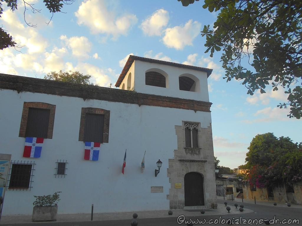 The Casa del Tostado with the flags of Dominican Republic