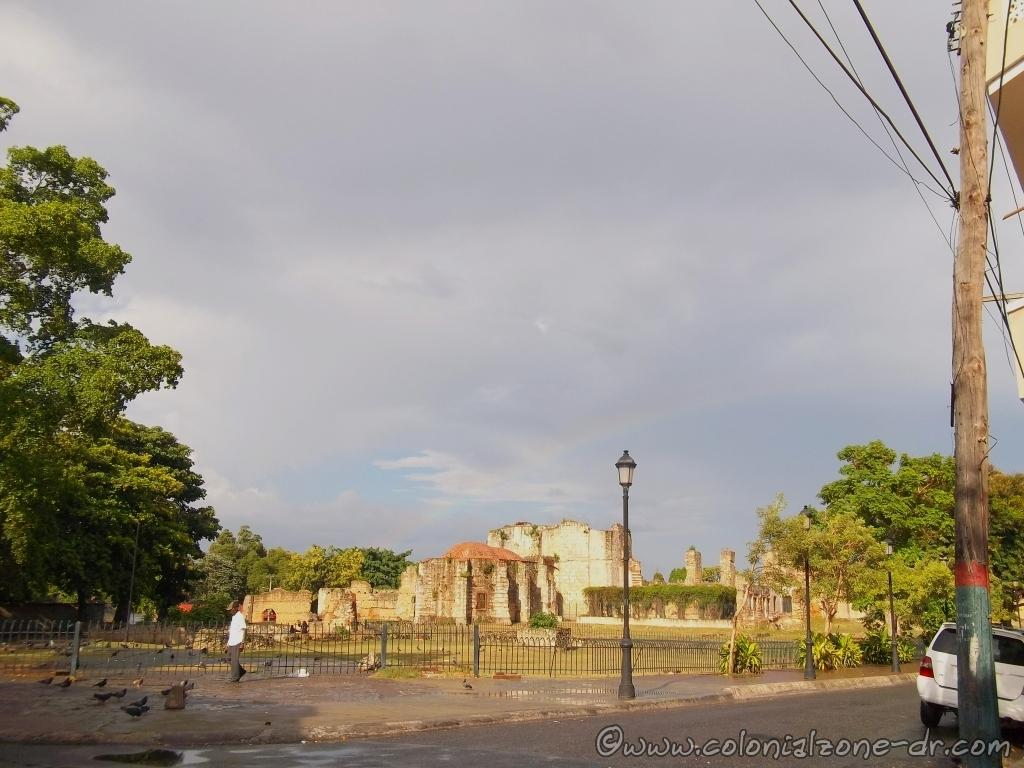 A rainbow over the Ruinas del Monasterio de San Francisco