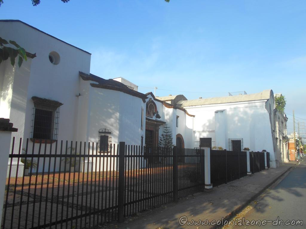 La Capilla de San Andrés, La Capilla and Hospital Padre Billini.