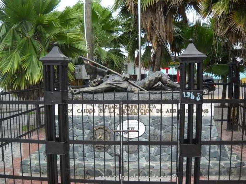 Plaza Patriótica a los Caídos de la Revolución de Abril de 1965