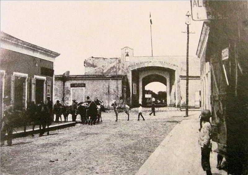Puerta del Conde 1908 view from Calle el Conde, then named Calle de la Separación