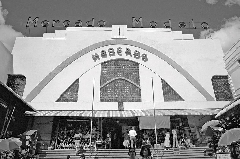 The entrance to Mercado Modelo in the 1960's