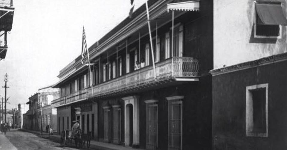 Oficinas de la Aduanas before Casa del dictador Ulises Heureaux 1917