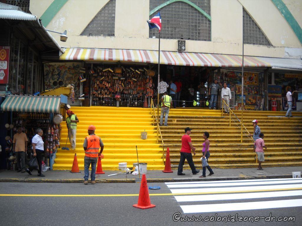 The front entrance to Mercado Modelo on Av Mella