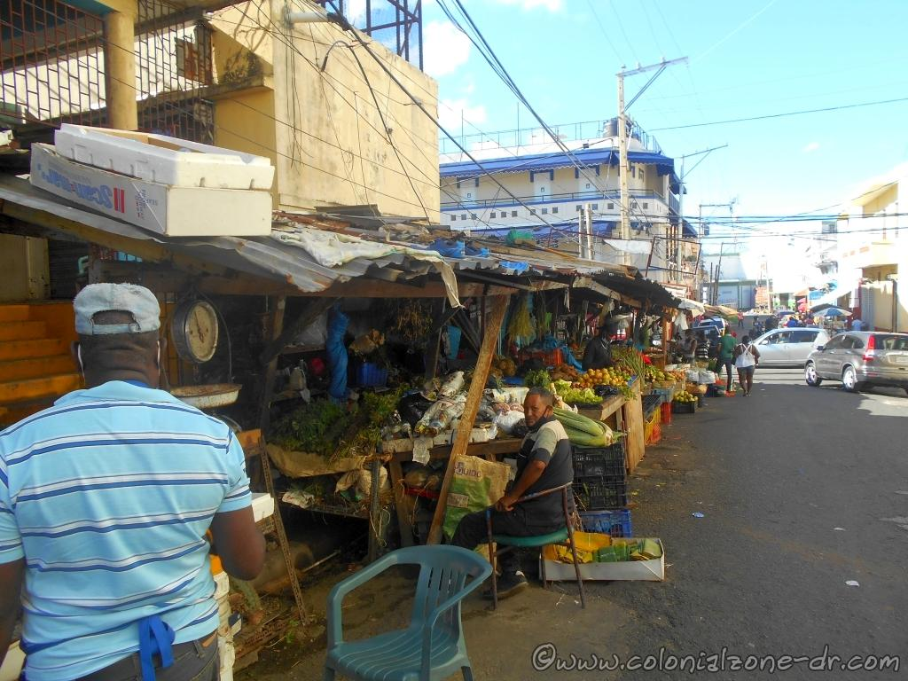 Around the exterior of Mercado Modelo are vendors selling fresh fruits and vegetables.
