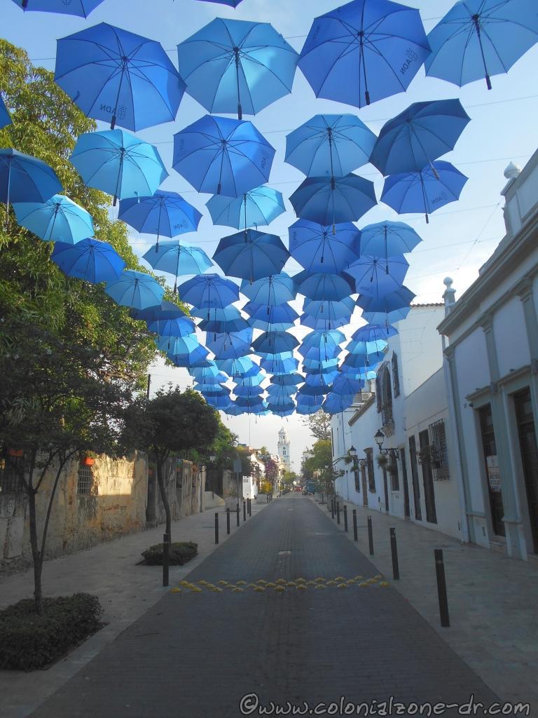 Paraguas Azules sombrillas decorativas / Decorative Umbrellas over Arzobispo Meriño. The  Palacio Consistorial is in the distance.