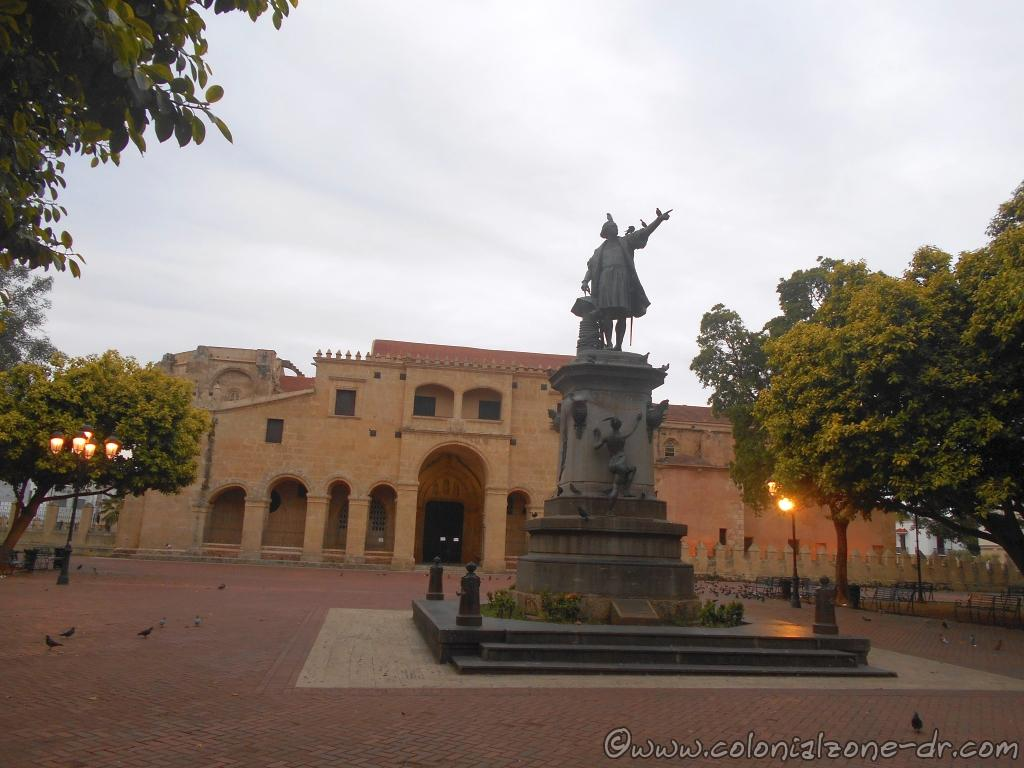 "The statue of ""El Gran Almirante"" Cristóbal Colón stands in the center of Parque Colón in front of the first cathedral of the Americas, Santo Domingo, Dominican Republic."